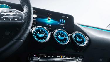 Mercedes B-Class - studio infotainment