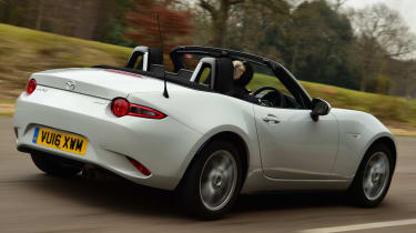 Long-term test review Mazda MX-5 - rear tracking