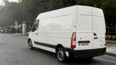 Renault Master Z.E - rear tracking