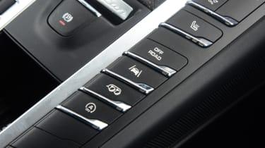 Porsche Macan GTS - centre buttons