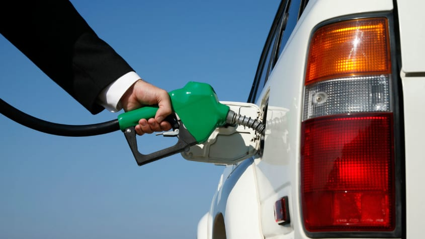 Calls to put cigarette-pack-style warnings on petrol pumps