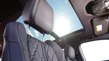 Peugeot 5008 - headrest
