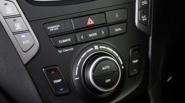 Used Hyundai Santa Fe - centre console