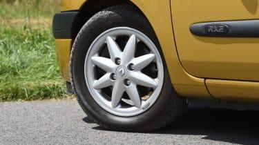 Renault Clio old vs new - Mk2 wheel