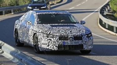 VW Arteon 2017 spy shot 8