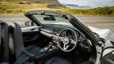 Mazda MX-5 Icon - interior