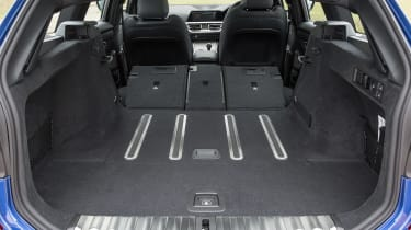 BMW 320d xDrive Touring - boot seats down