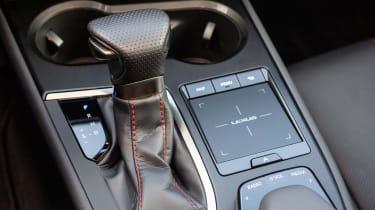 Lexus UX - gear lever