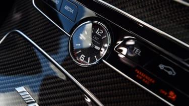 Mercedes-AMG C 63 S - clock