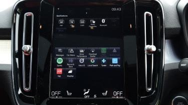 Volvo XC40 T3 - infotainment