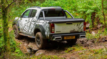 Isuzu D-Max XTR - rear tracking off-road