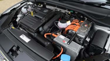 Volkswagen Passat GTE - engine