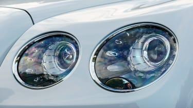 Bentley Flying Spur V8 S - light details
