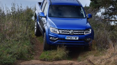 Volkswagen Amarok pick-up 2016 - off-road