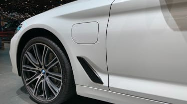 BMW 530e - Geneva side detail