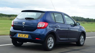 Dacia Sandero - rear tacking