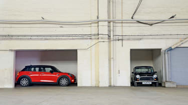 MINI Jet Black vs MINI Cooper 5dr
