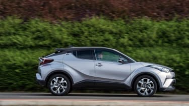 Toyota C-HR - side action