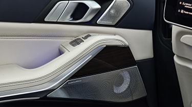 BMW X7 - door panels