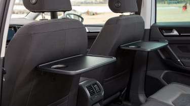 VW Golf SV - tray tables