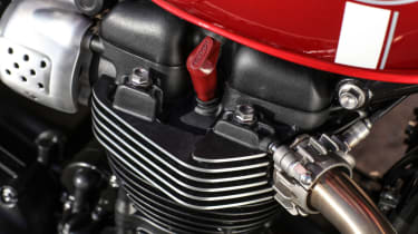 Triumph Street Twin review - cylinder head