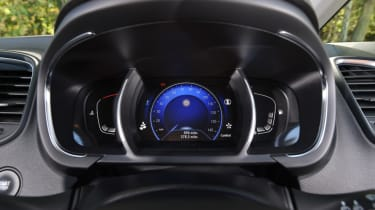 Renault Grand Scenic front dials