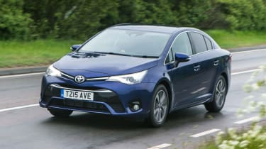 Toyota Avensis - front action