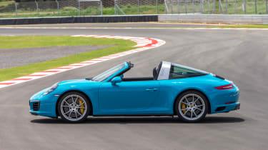 Porsche 911 Targa 4S 2016 - roof open
