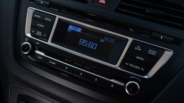 Hyundai i20 - centre console