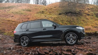 BMW X7 - side off-road