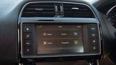 Used Jaguar XE - infotainment