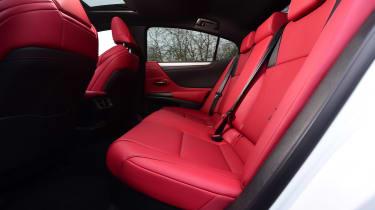 Lexus ES - rear seats