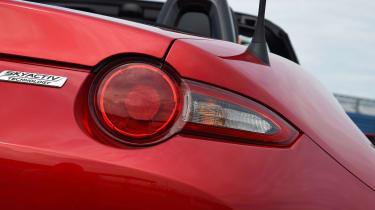 Mitsubishi Outlander - front light detail