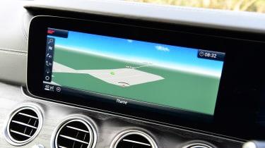 Mercedes E 300 e - sat-nav