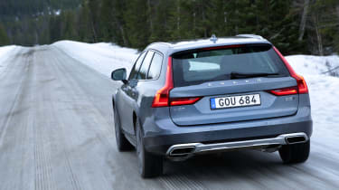 Volvo V90 Cross Country - rear panning