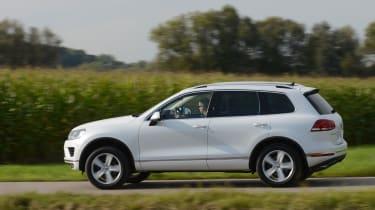 VW Touareg side