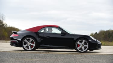 Porsche 911 Turbo Cabriolet 2016 - roof closed