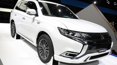 Mitsubishi Outlander PHEV - Geneva front