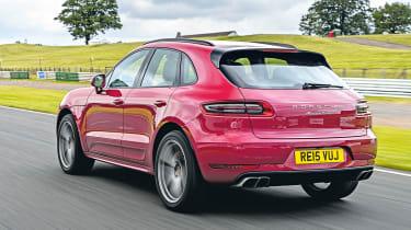 Porsche Macan Turbo - rear tracking