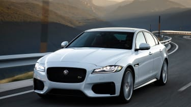 Jaguar XF MY2018 - front tracking