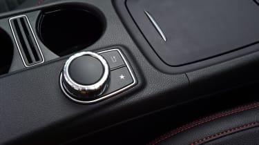 Mercedes GLA 2016 - centre console