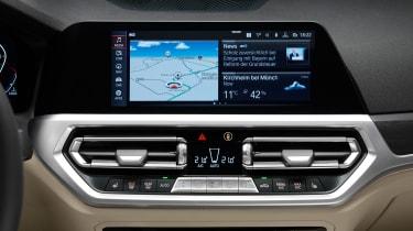 BMW 3 Series Touring - studio infotainment