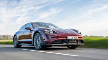 Porsche Taycan Cross Turismo - front tracking