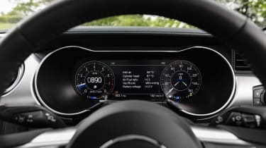 Ford Mustang V8 - dials