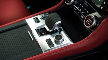 Jaguar F-Pace P400 - interior
