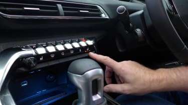 3008 minutes in a Peugeot 3008 - centre console