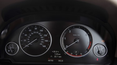 Used BMW 5 Series - dials