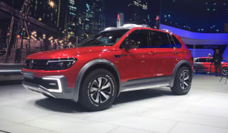 Volkswagen Tiguan GTE Active Concept - front quarter show