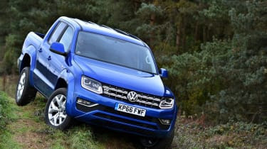 Volkswagen Amarok pick-up 2016 - offroad downhill