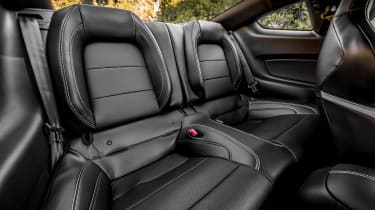 Ford Mustang Shelby GT500 - rear seats